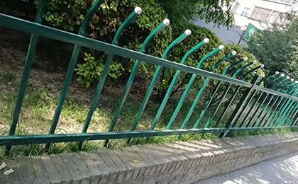 折弯草坪护栏